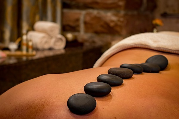 hot-stone-massag-elohim-spa-lisbon